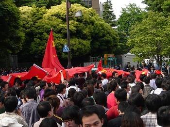 劣勢の赤い旗